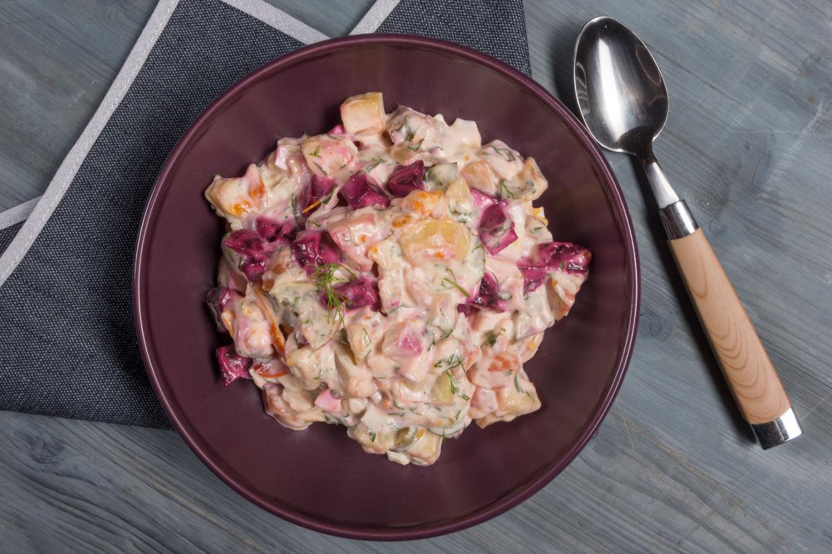 Ρώσικη σαλάτα με παντζάρια & πίκλες 2