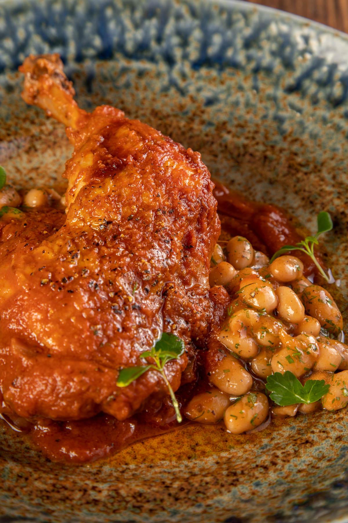 Κοτόπουλο κοκκινιστό με φασόλια γιαχνί 3