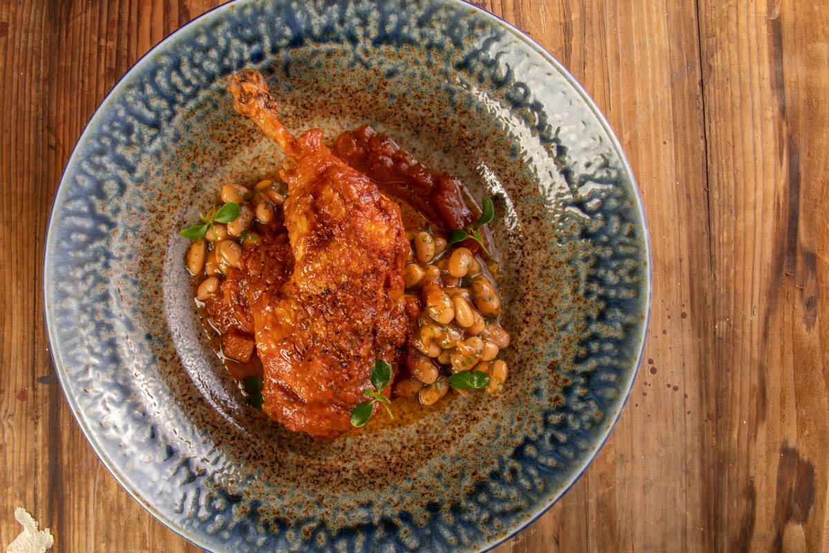 Κοτόπουλο κοκκινιστό με φασόλια γιαχνί 2