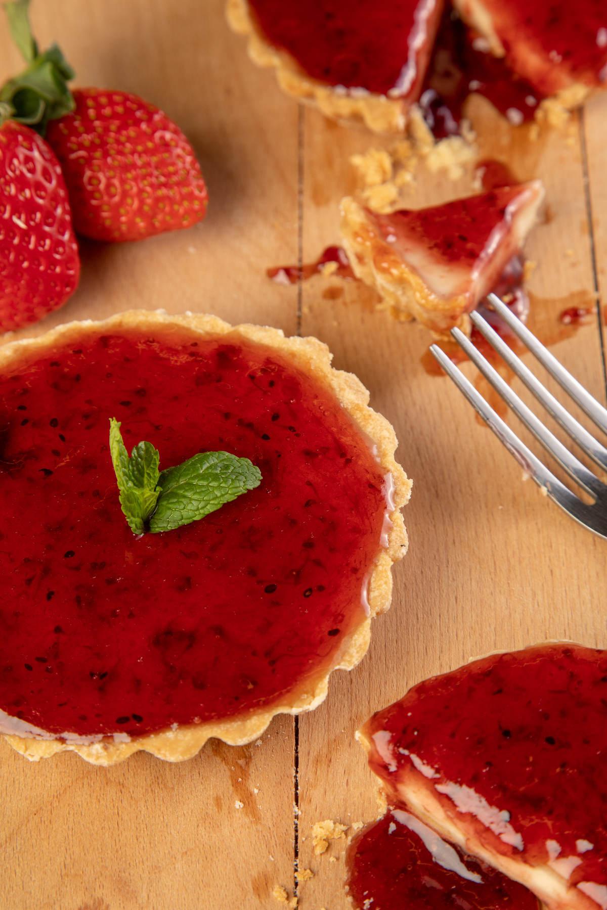 Τάρτα με γέμιση Cheesecake & μαρμελάδα φράουλα 3