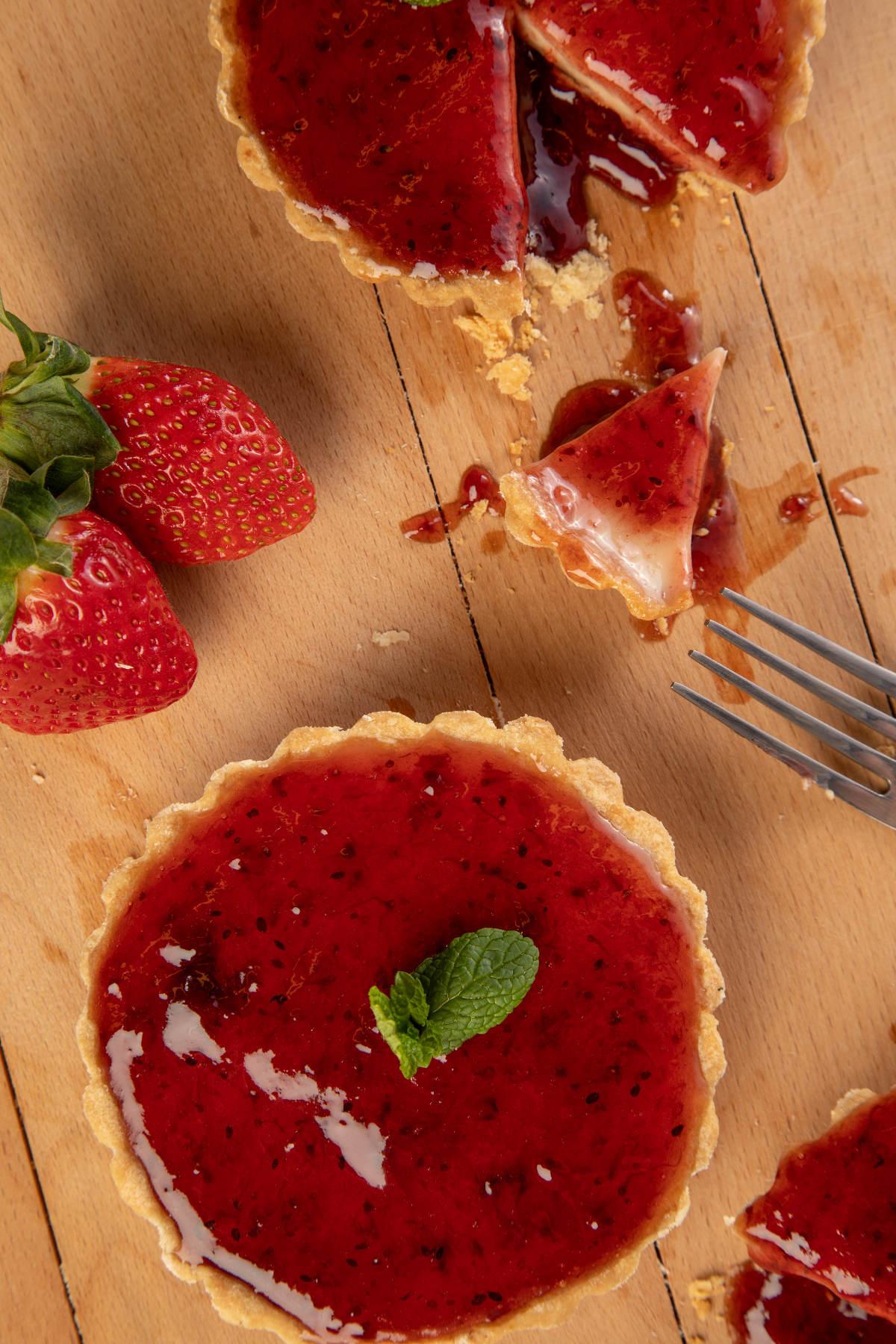 Τάρτα με γέμιση Cheesecake & μαρμελάδα φράουλα 2