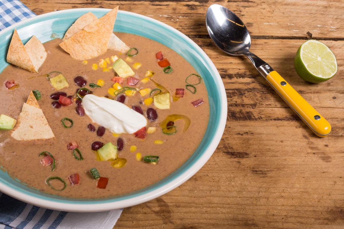 Σούπα από κόκκινα φασόλια με αβοκάντο & καλαμπόκι 3
