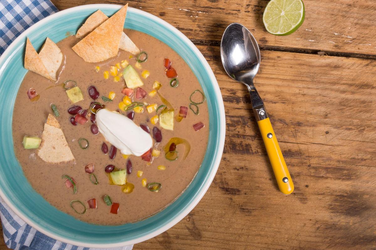 Σούπα από κόκκινα φασόλια με αβοκάντο & καλαμπόκι 2